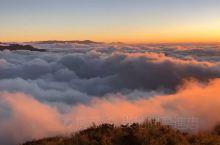 合欢山云海看日落。 今天天气不错、当时温度大概三度。 看完立马下山吃火锅。 觉得挺好,不过台湾还必须