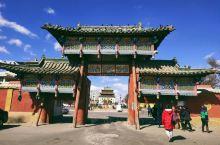 甘丹寺位于乌兰巴托市中心,是蒙古国最大的寺庙,最引人瞩目的是「章冉泽大佛」。佛像1996年开光使用,