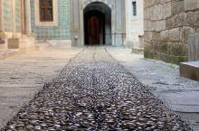 哈雷姆(Harem) 是諾大的托普卡帕宮的后宫  议事堂的回廊 紧连接着后宫入口  后宫的通道两侧