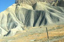 落基山脉,我们走了两天了还在山间穿行,真正的石头山rock是石头的意思,横穿美国东西的铁路,卡罗拉多