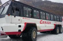 加拿大班夫国家公园,有幸看到两队徒步游客交汇的时候