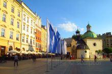 小波兰克拉科夫旧城区的主要广场(波兰语:RynekGłówny)是位于市中心的主要城市空间。 它的历