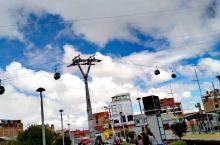 拉巴斯独特的交通工具。。。。电缆车
