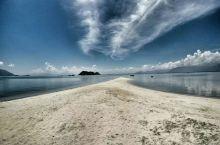 越南秘境――叠山岛     叠山岛是庆和省云峰湾的小岛之一,当地人民将之称为逼岛(Hòn Bịp)。