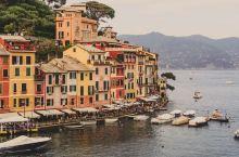 意大利-波托菲诺(Portofino)  波托菲诺是电影《云上的日子》的取景地。松油和梧桐树布满了这