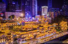 洪崖洞,原名洪崖门,是古重庆城门之一,位于重庆市解放碑沧白路,地处长江、嘉陵江两江交汇的滨江地带,是