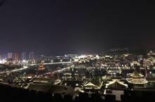 夜游福泉山,一睹平越景。