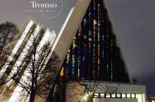 北极大教堂 特罗姆瑟的标志建筑  市中心对岸最醒目的三角形建筑物,你一定不会错过  大教堂建于196