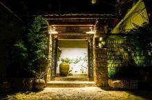 来到丽江选择了很有艺术范儿的民宿,也是山野君我喜欢的风格。它不仅仅拥有汉唐时期的居家建筑风格,更有着