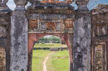 拥有悠久的历史文化和保存完好的古建筑,具有淡泊而极富古老的风韵。        越南中部的顺化曾先后