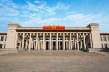 【秀才说】中国国家博物馆 位于北京市东城区中心天安门广场东侧,东长安街南侧,与人民大会堂相对称布局,
