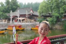 清明上河图景区是中国好莱坞-横店影视城的经典六大景区之一,根据北宋著名画家张择端的巨作《清明上河图》