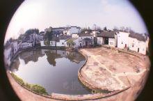 诸葛八卦村,在八卦水池边的人家楼上拍摄,古村之美一览无遗!