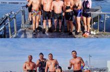 长春冬泳协会有会员二千多人,最大年龄的冬泳爱好者有87岁,最小的只有十几岁。冬泳靠的就是个坚持,整个