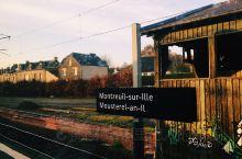 火车从巴黎开往圣马洛 清晨有一种不一样的美 如梦如初 —> 到达圣马洛 老城适合随便走走逛逛 买的面