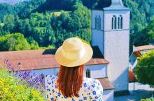 瑞士的法语区和德语区大相径庭,好风光好风水的格吕耶尔,北面有狭长的格吕耶尔湖,西面耸立着莫莱松山。背