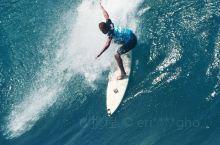 夏季可以玩玩冲浪,享受巨浪海啸