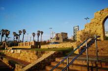 落日余晖下,静谧的地中海边,中东特色的建筑,暖暖的安静地矗立在海边,天空色彩随着太阳下山迅速变幻,觉
