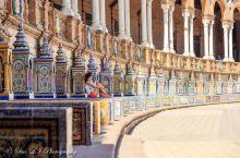 据说,西班牙的每一座城市都有一个广场叫做西班牙广场,然而却没有一个能与塞维利亚的西班牙广场相媲美。