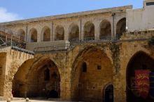 以色列港口城市阿克,完好地保存了1000年前十字军时代的城堡、教堂、清真寺等古老遗迹,再现了中世纪十