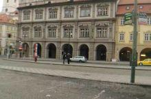 布拉格是捷克共和国的首都和最大的城市,位于该国的中波希米亚州、伏尔塔瓦河流域。该市地处欧洲大陆的中心