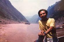 1986年8月,坐船游览三峡大坝建成之前的长江三峡。