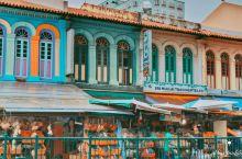 新加坡必打卡景点小印度,当地泰米尔人族裔社区。从地铁站一出来,就被五彩斑斓的3D涂鸦和具有特色的建筑