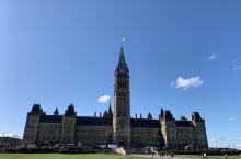加拿大国会大厦 世界第二大国土的核心建筑/  国会大厦(Parliament Building)位于
