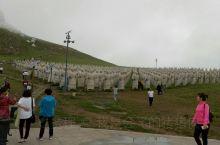 可汗公园,努尔哈赤和忽必烈的巨型雕塑,以及元朝历代皇帝。