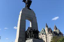 加拿大国家战争纪念碑/  位于渥太华(Ottawa)联邦广场(Confederation Squar