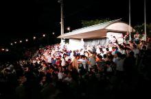 """山鹿市传统文化""""千女灯笼节"""",能拍照的观众席1万日元左右,普通席4千日元左右,我们选的是免费席,坐在"""