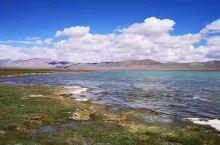 """措那藏语意为""""湖的前面""""。措那湖,位于西藏安多县城西南20公里处,位于念青唐古拉山和昆仑山山脉之间,"""