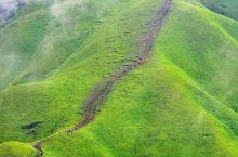 中国最美图徒步目的地——武功山  武功山景区可以乘坐金顶索道至金顶,过了铁蹄峰便是万众期待的高山草甸