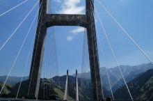 这是我开车以来走的最险峻的大桥,也是最美的,开车不看景,还是挺遗憾的,不过真值了