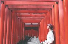 京都必去景点伏见稻荷大社  日本伏见稻荷大社建于8世纪,它是京都地区香火最盛的神社之一。这里最出名的