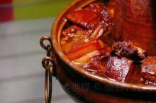 """双江是中国著名的茶乡,冰岛是这儿的灵魂  冰岛茶宴,这儿的食材被称之为""""绿色的都是菜,会动的都是肉"""""""