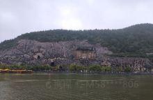 龙门石窟值得一去,在东山看西山石窟很壮观,西山石窟一个个看,有网红剪刀手,有万佛洞,更有卢舍那大佛。