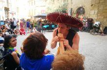 阿维尼翁戏剧节是世界上三大著名的戏剧节之一,7月的阿维尼翁更是一个大派对,大街小巷中充满了欢乐和惊喜