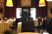 优雅的法国餐厅,尝一下马赛鱼汤