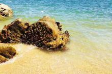南澳岛的风景很美,一步一景,随手一拍都是风景大片!有美丽的沙滩,冲浪摩托艇!出海捕鱼,特色海产,民风