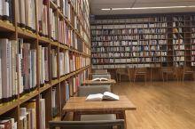 百闻不如一见,培训之余来到晓书馆,设计不愧出自大师之手,非常喜欢,书比预期感觉少一些,但作为一家公益