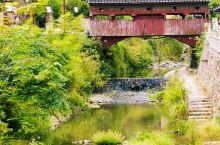 大济古村的双门桥,是我国历史上文字记载最早的木质拱桥。溪水潺潺,诉说着小村庄悠久的历史文化和故事。感