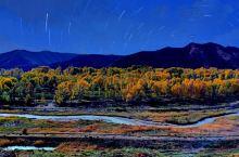秋天。山谷里到处是黄黄的颜色,黄的谷子,黄的树叶。天高高的,远远的,云淡淡的,轻轻的,田野里弥漫着熟