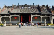 广州《陈家祠》是一个保留比较完整的祖祠,规模相对也比较大,里面收集了很多广东地区民间艺术品可以说都是