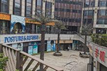 汇暻生活广场,周边居民区比较多,广场里有好些餐厅,也是一个逛吃的地儿。