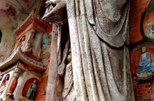 中国的所有佛教石窟造像中,最震撼,最神秘的就是大足石刻群里面的宝顶石窟。著名的卧佛,千手观音,燃指,