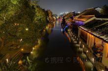 南浔。难寻 中国十大魅力名镇。江南水乡古镇。四象八牛七十二狗的故事。看豪宅 私家园林。整个景区绿植非