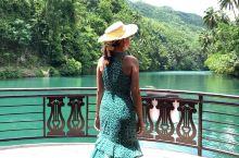 罗博河,菲律宾薄荷岛上的一处主要景观,被誉为东方亚马逊河。乘游船顺流而下,两岸仍有一些质朴的原著民居