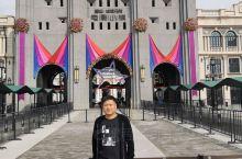 华谊兄弟电影小镇打卡!这是9.28号刚开业的,以电影为主题 加演艺 小吃为一体的主题游玩场所。坐落在