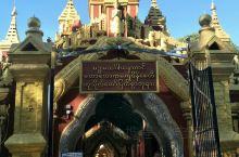 固都陶佛塔:缅甸曼德勒的固都陶佛塔,白色和金色是这里的主色调,金碧辉煌的大金塔旁边,白塔组成了壮观而
